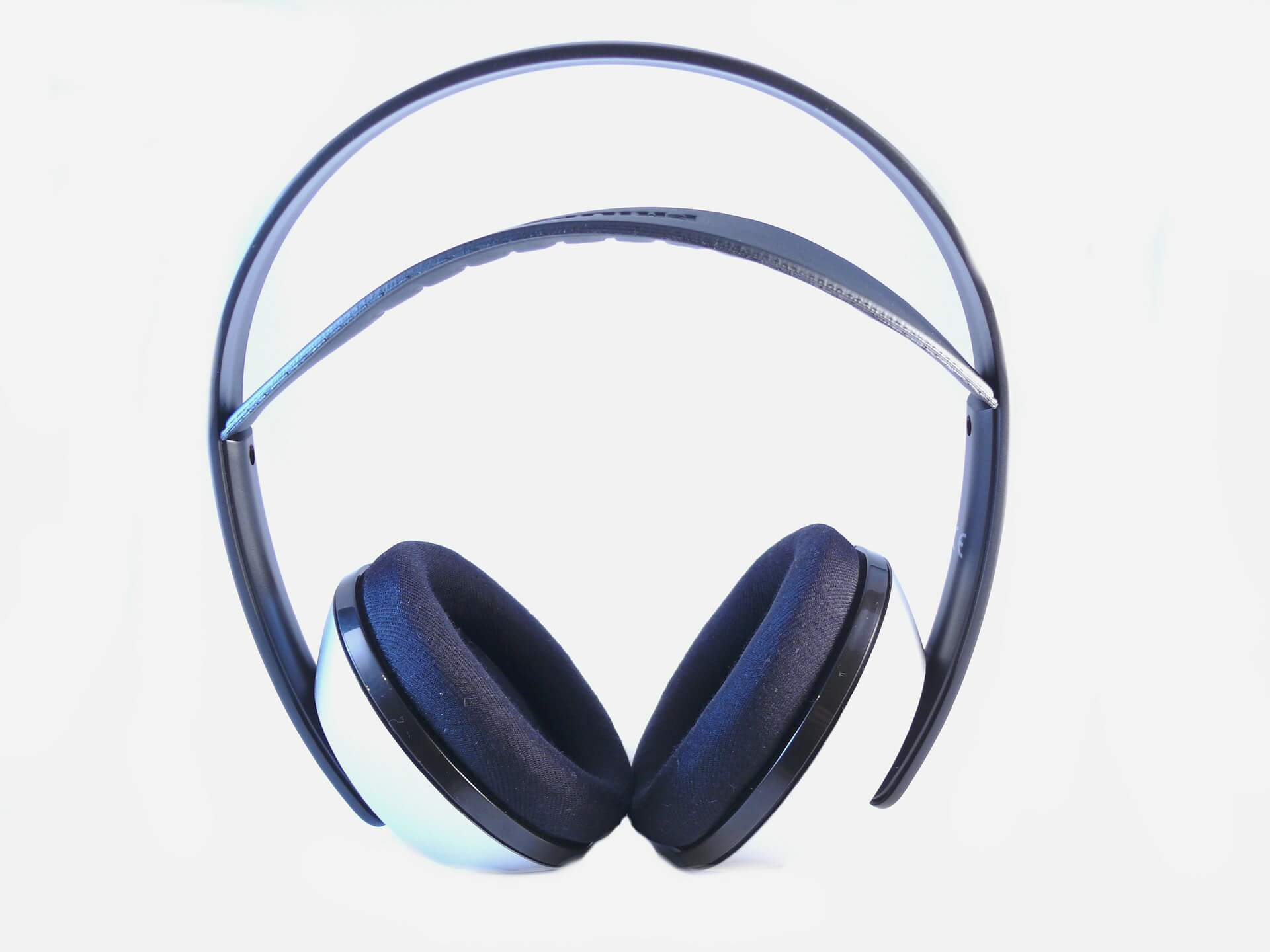 Whether you're a musician or just have some extra money to blow,theMid-level Wireless Headphonesup to $500 can offer lot of feature and audio capability.
