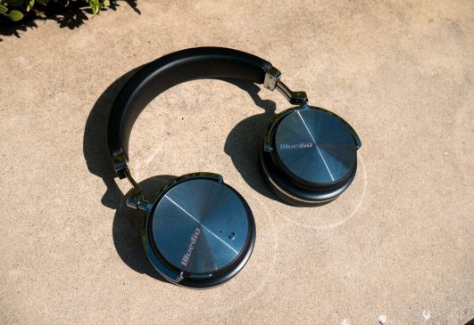 Bluedio is one of the leaders in wireless headphones that are reasonably priced. Classic models such as HT Turbine from Bluedio Wireless Headphones has already achieved considerable success and popularity and the company keeps on adding new models to its arsenal.