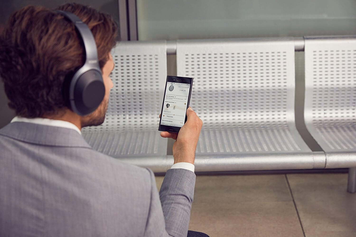 2018 brings with it some of the best wireless headphones in the market. Here are top 10 wireless headphones from this year that are worth every penny you spend.