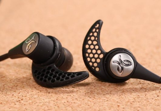 The Jaybird Wireless Headphones have been in the market for quite some time now. They have been able to come up with some good options and improvements on the older models that faced problems from the past.